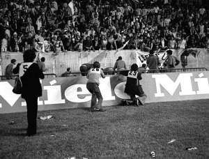 28/05/1975 Paris.  European Cup Final. Bayern Munich v Leeds United. Leeds fans begin to throw bottles and seats as refereeing decisions go against them.